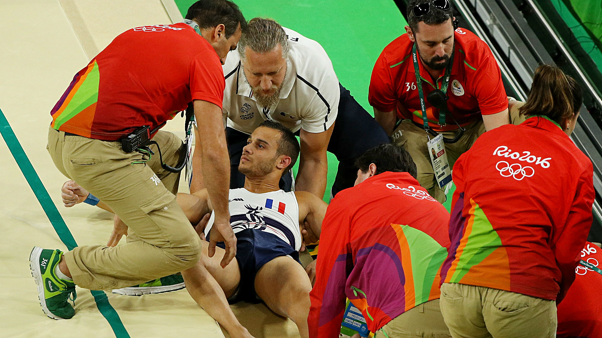 Vídeo mostra paramédicos derrubando ginasta francês – Expresso AM