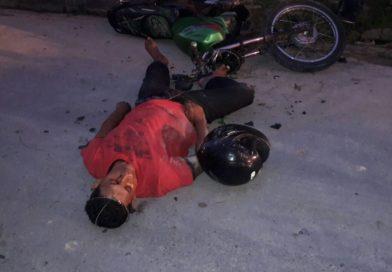 """Assaltantes """"se quebram"""" ao colidir moto em muro no São José"""
