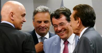 Senado derruba decisão do STF  e devolve mandato a Aécio Neves