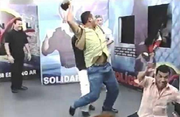 Fãs fazem petição para Netflix exibir briga do Gil da Esfiha vs. Galerito na série 'Bandidos na TV' – Expresso AM